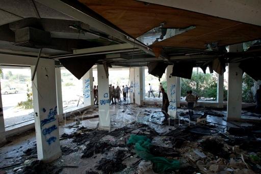 Neve Dekalim synagogue destroyed.jpg