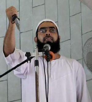 Palestinian-preacher-holding-knife-Gaza1-620x431.jpg