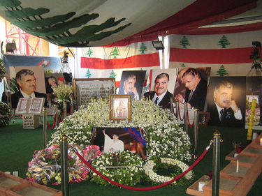 Rafik_hariri_memorial_shrine.jpg