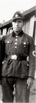 gunter grass in uniform.jpg