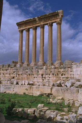 lebanon.baalbeck.004.jupiter.columns.jpe