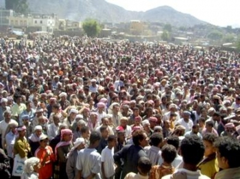 yemen civilian crowd.jpg
